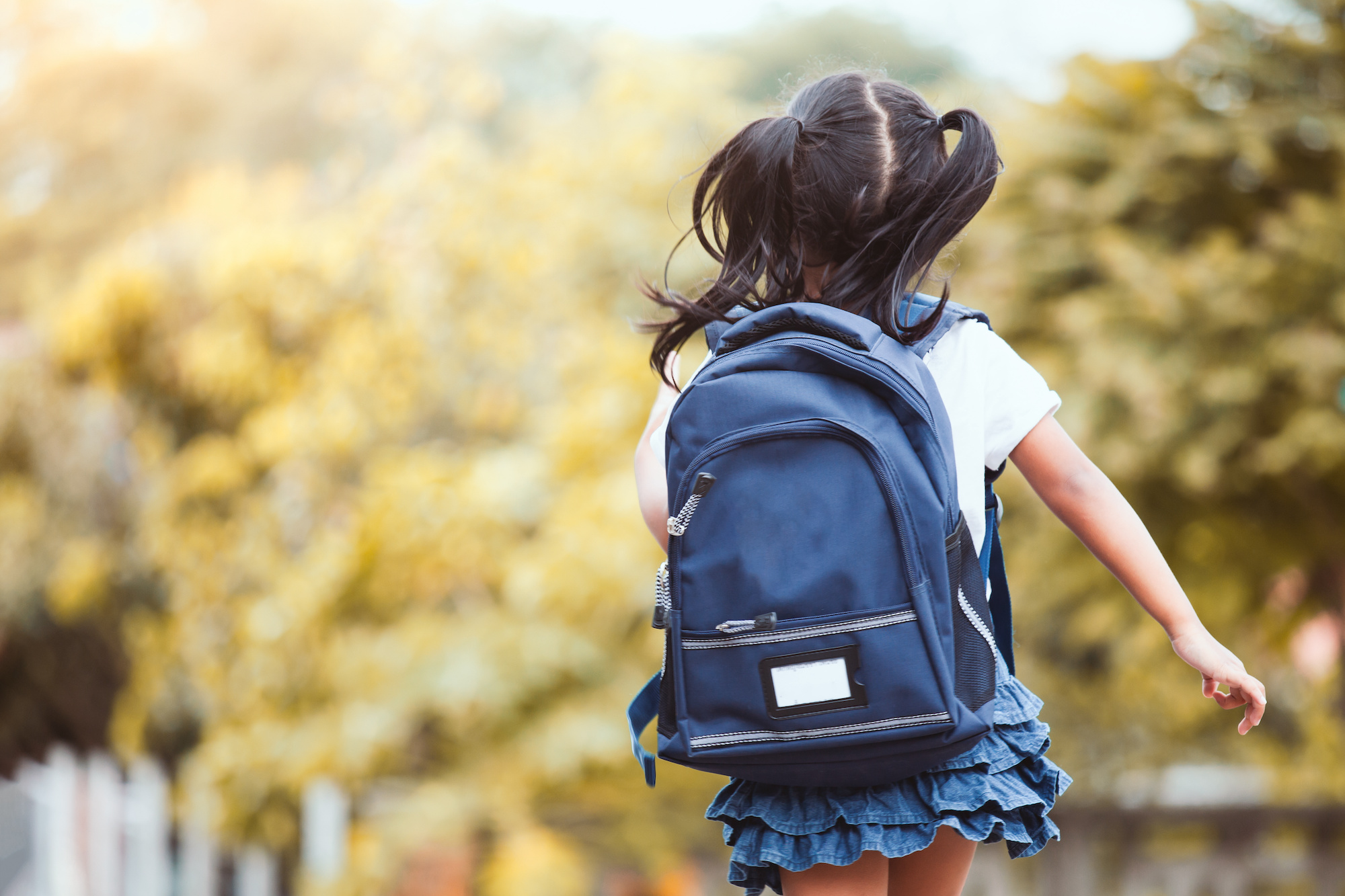 kid-with-hearing-aid-and-backpack